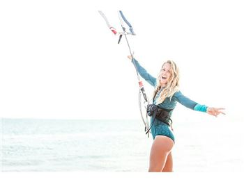 Does your favourite kiter chick, kite NAKED in Winter? - Kitesurfing News