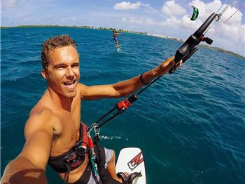 Even the Cool Kids are on Foils Now. - Kitesurfing News