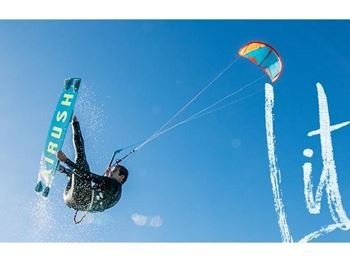 Freeride it up with the Airush Lithium v10 - Kitesurfing News